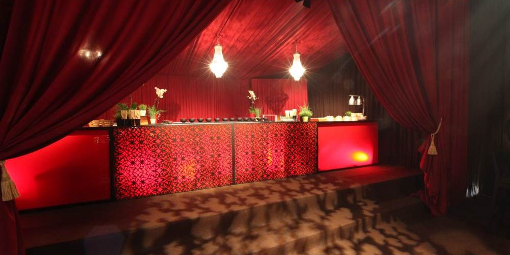Accessories - Themed Bar with Curtains